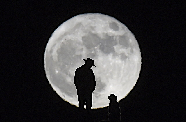 Supermoon_AP.jpg