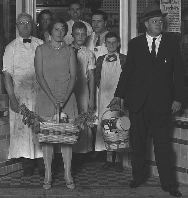a_food_shoppers_1930s.jpg