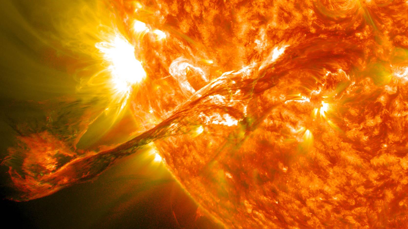 a_solarflare_inthesun.jpg