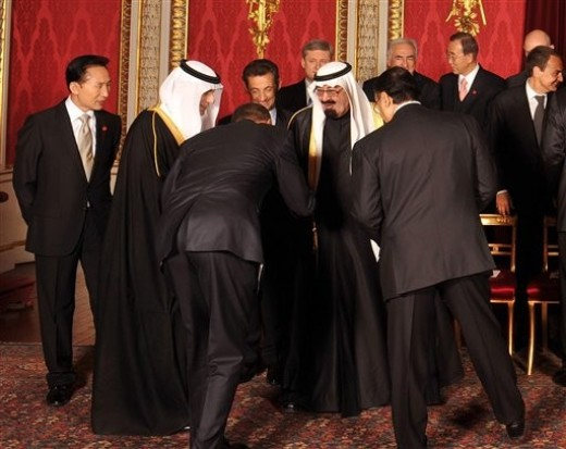 bowing%20to%20Saudi%20King.jpg