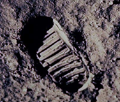 footprintonmoon.jpg