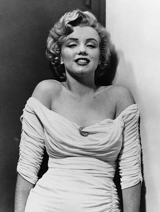 marilyn-monroe-philippe-halsman-dress-1952-chest-900.jpg