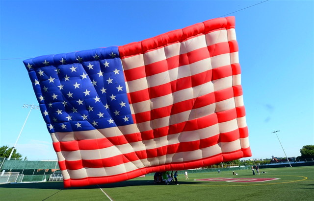 pb-120703-flag-balloon-jm-01.jpg
