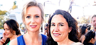 1373674904_137918585_jane-lynch-lara-embry-467.jpg
