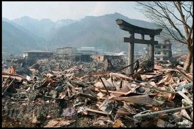 15062-Japan_Arch_Nagasaki2.jpg