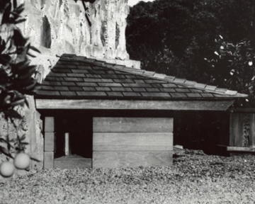 FLW-doghouse1.jpg