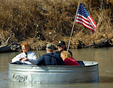 Nebraska-Tanking-float-in-livestock-tank-700x467.jpg