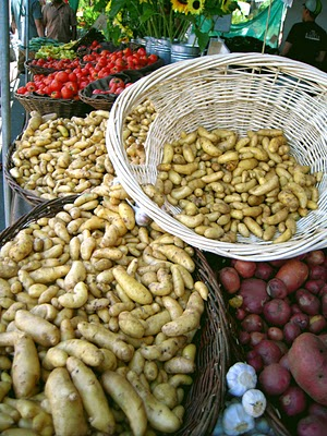Potatoes%20and%20tomatoes%20on%20display.jpg