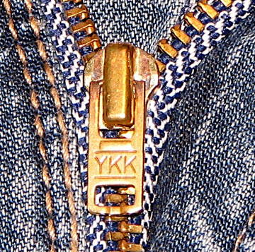 aYKK_Zipper_on_Jeans_close_up.jpg