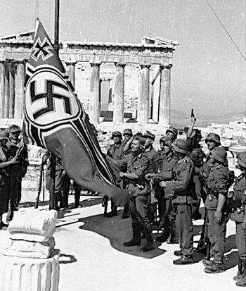 athen__hissen_der_hakenkreuzflagge.jpg