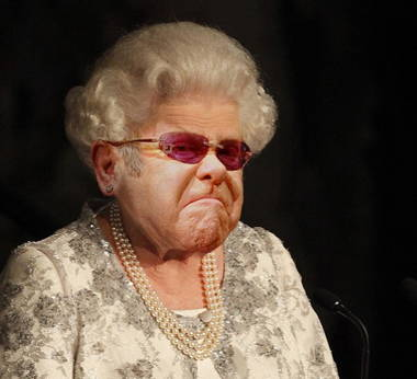 elton-john-as-the-queen--107129.jpg