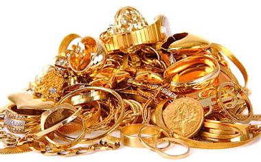gold_jewelry_000008639538.jpg