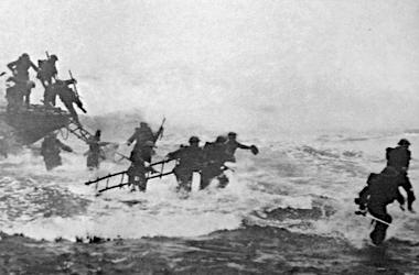 jack_churchill_leading_training_charge_with_sword.jpg