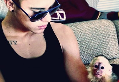 justin-bieber-and-his-monkey-in-better-times.jpg