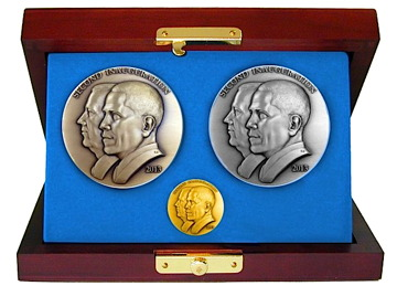 obama-medal-set-620x495.jpg
