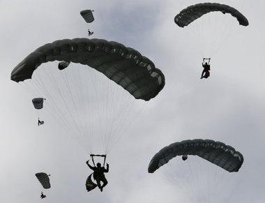 skydiveing.jpg