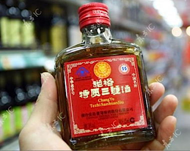 Liquor aisle,?this bottle of rice wine contains seal penis, deer pe…