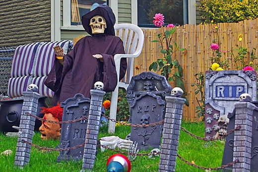 skeletonyardchair2.jpg
